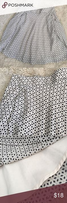 Forever 21 Black and Ivory Geometric Flowy Skirt Only worn a handful of times! Super Flowy and flattering! Very tasteful elastic back for an awesome fit! Lined so it is not see through, one of their better quality pieces! Great for business or brunch! Forever 21 Skirts Circle & Skater