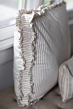 My Favorite Pillows – Cedar Hill Farmhouse Meus travesseiros favoritos – Cedar Hill Farmhouse Sewing Pillows, Diy Pillows, Decorative Pillows, Throw Pillows, Pillow Ideas, Cushion Ideas, Linen Pillows, Cedar Hill Farmhouse, Farmhouse Decor