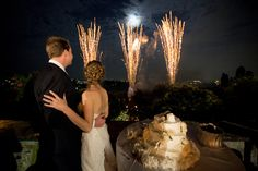 Typical Italian Merengo Wedding cake with our beautiful couple and fireworks at Villa di Maiano. All Rights Reserved GUIDI LENCI www.guidilenci.com
