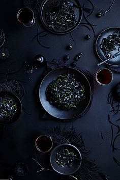 in the Dark – Unique Food Photography by Vanessa K. Rees InkNoodlesFB Dinner in the Dark – Unique Food Photography by Vanessa K. ReesInkNoodlesFB Dinner in the Dark – Unique Food Photography by Vanessa K. Dark Food Photography, Texture Photography, Photography Photos, Food Design, Dinner Show, Food & Wine Magazine, Black Food, Think Food, Le Chef