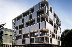 Adaptive textile facade