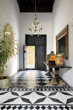 The latest issue of Elle Decor published a ravishing home tour of fashion designer Johanna Ortiz's Cartagena home and I am smitten with every room and corner. Best Interior, Modern Interior Design, Home Design, Interior And Exterior, Modern Interiors, Floor Design, Design Ideas, Spanish Style Interiors, Lobby Interior