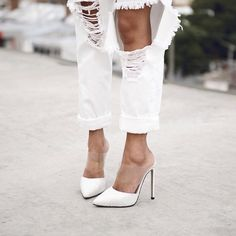 All White #mule #scarpin #destroyedjeans #allwhite