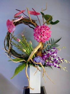 Very interesting Tropical Floral Arrangements, Creative Flower Arrangements, Christmas Floral Arrangements, Church Flower Arrangements, Floral Centerpieces, Modern Floral Design, Elegant Flowers, Arte Floral, Flower Decorations