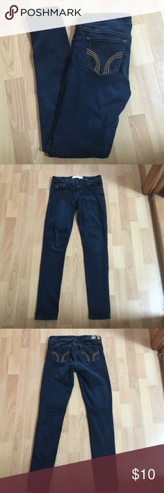 Hollister Skinny Jeans! 4/6 In good condition it's just the Hollister brand tag on the back is a bit messed up from the wash Size: 5R Jeans Skinny