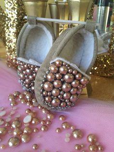 DIY baby slippers by @herdurtylaundry