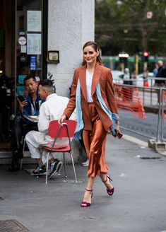 Olivia Palermo is seen wearing rusty brown silk skirt turquois scarf blazer purple heels white shirt outside the Max. Estilo Olivia Palermo, Olivia Palermo Style, Tokyo Street Fashion, Armani Prive, Grunge Outfits, Fall Outfits, Holiday Outfits, Grunge Style, Le Happy