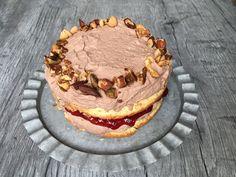 Lavkarbo mazarinkake med sjokoladekrem. Tiramisu, Cake, Ethnic Recipes, Desserts, Food, Tailgate Desserts, Deserts, Food Cakes, Eten