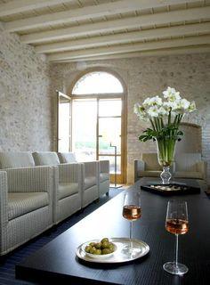 italien hotel villa arcadio lounge mit natursteinwand