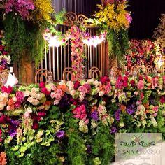 Gates of #floral #heaven !! @vesnagrassofloraldesigner #vesnagrasso #vesnagrassofloraldesigner #weddingflowers #weddingreception #floralstyling #floraldesign #luxurywedding #luxurysydneywedding