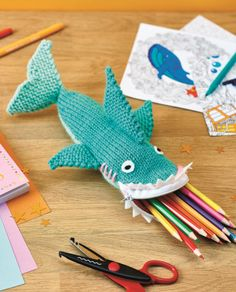Free Knitting Pattern for Shark Pencil Case Zippered cozy shaped like a shark. Designed by Nicola Valiji. Arm Knitting, Knitting For Kids, Knitting Projects, Crochet Projects, Crochet Pencil Case, Pencil Case Pattern, Knitting Patterns Free, Crochet Patterns, Crochet Storage