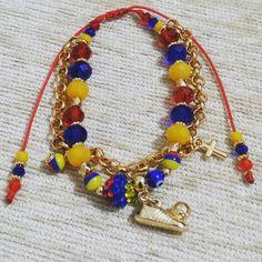 Pul.colombia mi pasión. Jewelry Bracelets, Diy Bracelet, Baby Dresses, Bangles, Stud Earrings, Crystal Bracelets, Leather Bracelets, Zapatos, Colombia Flag