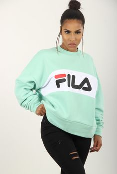 Pull femme : pulls col roulé, cache coeur et pull dentelle - Brentiny Paris Fila Leah Crew Sweat Swag Outfits Men, Teen Fashion Outfits, Nike Outfits, Outfits For Teens, Cool Outfits, Fila Outfit, Hoodie Outfit, Sweater Hoodie, Cute Middle School Outfits