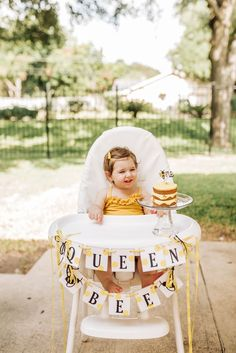I did it, I made it one year with two kids! Jk, but not really. See my post here about having a really hard time going from one to two babies! I always go all out for the kids' first… First Birthday Theme Girl, Baby Girl Birthday Cake, 1st Birthday Photos, Baby 1st Birthday, First Birthday Parties, First Birthdays, Birthday Ideas, Bear Party, Animal Party