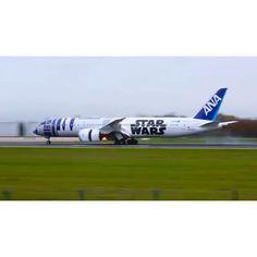 VIDEO - ANA Star Wars 787 Dreamliner  makes a smooth landing. :PilotDynan #pilot #plane #piloteyes737 #planespotter #planespotting #planesdub #piloteyes #ana #airplane #airline #airplanelovers  #aviation4u  #planeporn