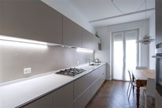 Rivestimento parete cucina in resina spatolata. Home, Bathtub, House Design, Interior, Kitchen, Bathroom