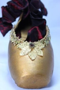 Beautifully Decorated Pointe by Katie Callahan, Saratoga Dance (=) Pointe Shoes, Toe Shoes, Ballerina Shoes, Ballet Shoes, Ballet Decor, Dance Crafts, Rose Bonbon, Fairytale Fashion, Shoe Crafts