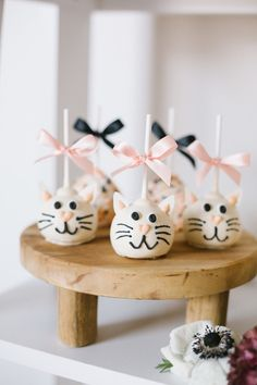A modern kitty cat party for National Cat Day - The Best Cat Party Ideas Birthday Cake For Cat, 2nd Birthday Party Themes, 1st Birthday Girls, Birthday Parties, Birthday Treats, Miaou Miaou, Cat Themed Parties, Diy Birthday Invitations, Cat Wedding