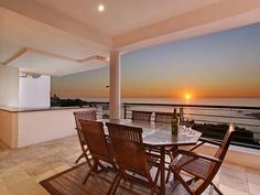 BALI SUITE. Holiday Rental  in Camps Bay for 6 People at R2,400 / Night