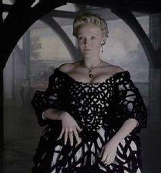 sleepy hollow movie black and white dress costume  | Miranda Richardson in Sleepy Hollow (1999)