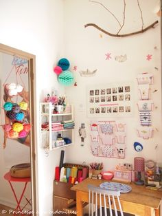 This would be my craft room :) Coin Couture, My Workspace, Little Girl Rooms, Space Crafts, Home And Deco, Home Office Design, Craft Storage, Kid Beds, Studios