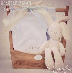The Baby Basics Basket: For Boyses una canasta que preparamos especialmente para aquellos clientes que buscan un detalle cálido y especial para dar bienvenida a bebé recién nacido pero con una can…