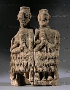 ANTIQUITIES ORIENTAL: MARI FIGURINE 3RD-2ND MILL.BCE Two musicians, alabaster. They wear the typical Mari-garments of sheeps wool. From the temple of Ishtar in Mari, period of the Archaic Dynasties. AO 17568 Louvre, Departement des Antiquites Orientales, Paris, France Ancient Mesopotamia, Ancient Civilizations, Iraq Baghdad, Epic Of Gilgamesh, Art Through The Ages, Cradle Of Civilization, Ancient Near East, Ancient Persia, Sumerian
