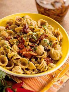 Le Orecchiette con funghi e pomodori secchi sono un piatto profumato e ricco di sapore. Utilizzate sempre ingredienti di qualità per un risultato da chef!