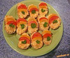 Mrkev a sýr nastrouháme na jemném struhadle,cibulku nakrájíme najemno a vše smícháme s tatarkou.Doso... Czech Recipes, Russian Recipes, Ethnic Recipes, Cooking Tips, Cooking Recipes, Ham, Sushi, Recipies, Salsa