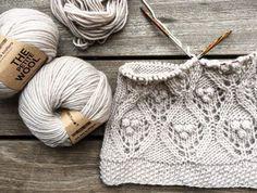 Triple Crochet LoopsTriple Crochet Loops (a. Treble Crochet Loops) is a fun, easy stitch pattern that forms a 3 dimensional stripe appearance. Knitting Stitches, Knitting Designs, Knitting Needles, Knitting Yarn, Knitting Projects, Baby Knitting, Crochet Projects, Stitch Patterns, Knitting Patterns