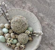 Diese süßen Osterkörbchen sind schnell gestrickt und eine tolle Alternative zu den Plastikdingern, die man im Supermarkt kaufen kann! Zur Anleitung geht es hier entlang -->