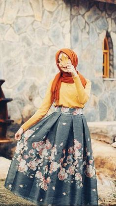 Discovered by 𓆩 🖤 رانيـآ 𓆪. Find images and videos on We Heart It - the app to get lost in what you love. Modern Hijab Fashion, Street Hijab Fashion, Muslim Fashion, Modest Fashion, Casual Hijab Outfit, Hijab Dress, Hijab Dp, Hijabi Girl, Girl Hijab