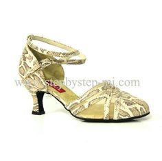 Scarpa chiusa in pelle pitonata e retina, suola in bufalo, tacco 60  #stepbystep  #ballo #scarpedaballo #danceshoes  #cute #design #fashion #shopping #shoppingonline #glamour #glam #picoftheday #shoe #rhinestones #strass #style #tagsforlikes #instagood #instashoes  #instaheels #beautiful  #cute  #shoelover #instagood #handmade  #madeinitaly #pitone  #shoestagram #shoes #stepbystepshoes