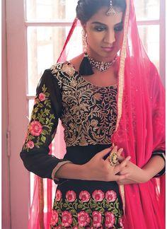 ₹3,253.00 designer salwar suit of arjaan. Fabric details are top: georgette, inner: santoon, bottom: santoon and dupatta: chiffon and black color.
