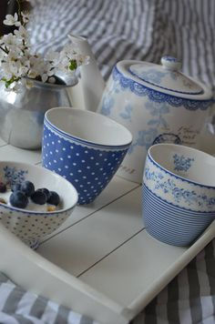✿❤Green Gate in blue Blue And White China, Blue China, White Cottage, Cottage Style, Country Blue, White Dishes, Decoration Table, White Decor, Something Blue
