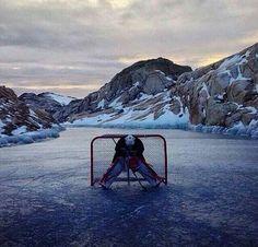 Je joue a gardien en hockey.