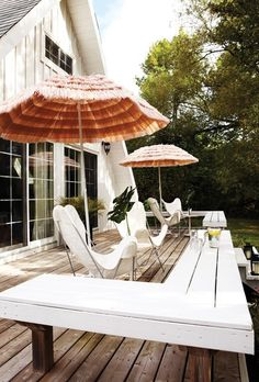 I love the butterfly chairs and umbrellas, so cute.