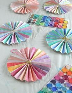 Make paper pinwheels and paint with watercolors. A wonderful birthday party craft! Diy And Crafts Sewing, Crafts To Sell, Arts And Crafts, Diy Crafts, Yarn Crafts, Activities For Teens, Art Activities, Crafts For Teens, Paper Art