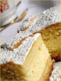 Placinta cu vanilie - INGREDIENTE g unt sau margarina ( eu am folosit 100 g g plic zahar varf de cutit cu g galbenusuri ou,smantana cat cuprinde plic praf de copt, INGREDIENTE g plicuri zahar plic Pudding cu gust de vanilie g branza g smantana Romanian Desserts, Romanian Food, Happy Cook, Delicious Desserts, Yummy Food, Pli, Cakes And More, Cheesecake Recipes, I Foods