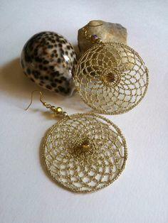 orecchini pendenti a cerchio a uncinetto dorati di L'Alabastro Creazioni su DaWanda.com