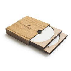 Photography / Videography Packaging | Elegant and compact | Branding | Wood | Zuriell Wooden 4 CD Case