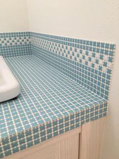 造作洗面台。 名古屋モザイクのタイルと実験用シンクで。