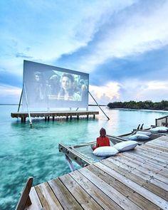 Ocean cinema at Soneva Jani hotel in the Maldives via Sukaina Rajabali (@sukainarajabali)