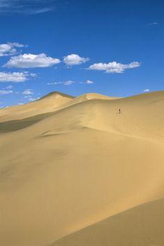 Mongolia, Gobi Desert, Near Dalanzadgad, Khongoryn Els (Sand Dunes), Tourist