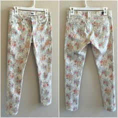 SALE: Paige Vintage Floral Skyline Ankle Peg Jeans In MINT CONDITION • Perfect for the Boho Chic girl • Size: 27 • Paige Vintage Floral Skyline Ankle Peg • NEW Without Tags • Paige Jeans Jeans Skinny