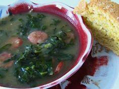 Il caldo verde è uno dei più noti piatti della cucina portoghese,  si tratta d una saporita zuppa di cavolo e patate arricchita da fettine di salsiccia secca, ma merita di essere assolutamente provato