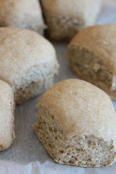 Oui oui à la mijoteuse, c'est simple, rapide et vraiment réussi.   Pour 8 petits pains  1 tasse d'un... Biscuits, Russell Hobbs, Multicooker, Slow Cooker Recipes, Hamburger, Bread, Cooking, Oui Oui, Simple