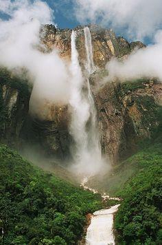 Mount Roraima in Venezuela, Brazil, and Guyana ...