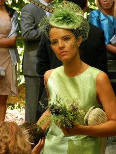 Green guest mimoki Now, this is the proper way to appear at a wedding. Chic Wedding, Wedding Styles, Wedding Hats For Guests, Fascinator Hats, Fascinators, Types Of Hats, Bridal Hat, Races Fashion, Stylish Hats