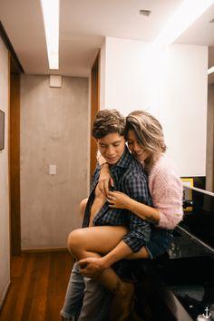 ensaio de casal em casa - fotografia isis castro | fotógrafa em niterói